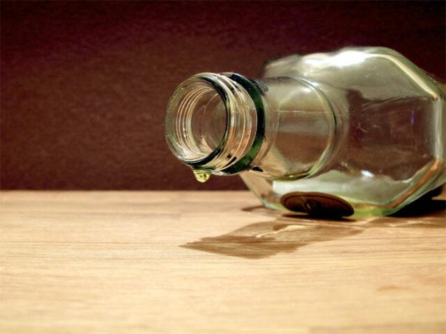 Алкоголь, пустая бутылка