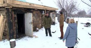 Житель Старобачат Николай Еремин спас из пожара пенсионерку и ее имущество